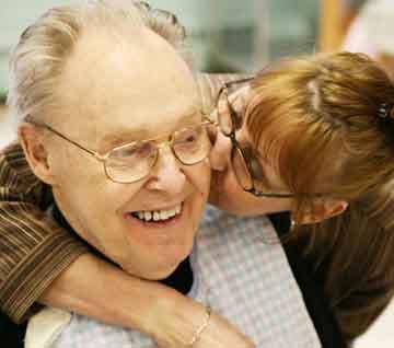 Intervenciones psicosociales para reducir los síntomas de agitación en demencia